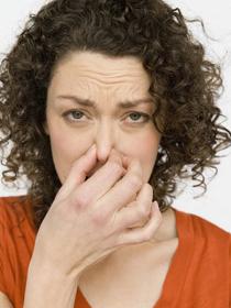 Καθαρισμός αποχετεύσεων που μυρίζουν